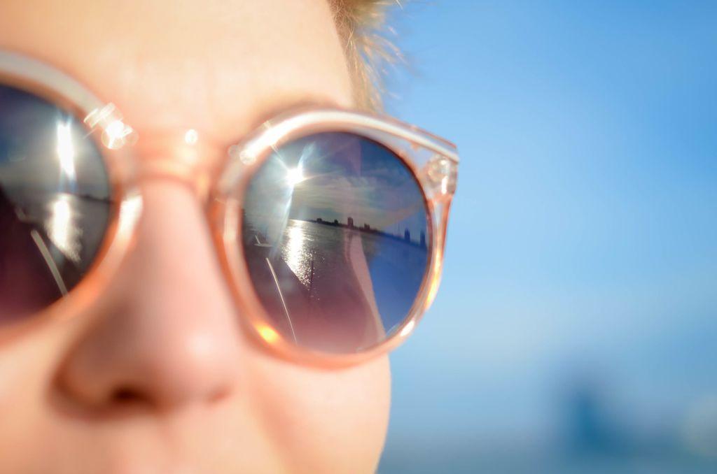 cuidado ojos verano 1024x678 Cómo cuidar los ojos en verano