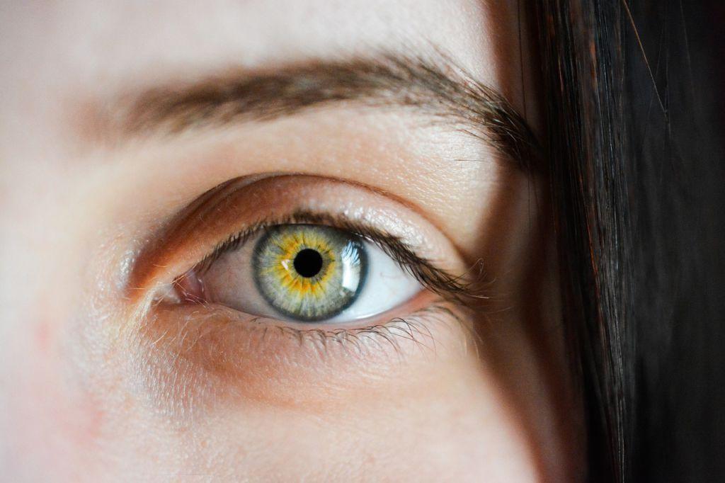 parpado hinchado 1024x682 Tensión ocular: por qué es tan importante controlarla