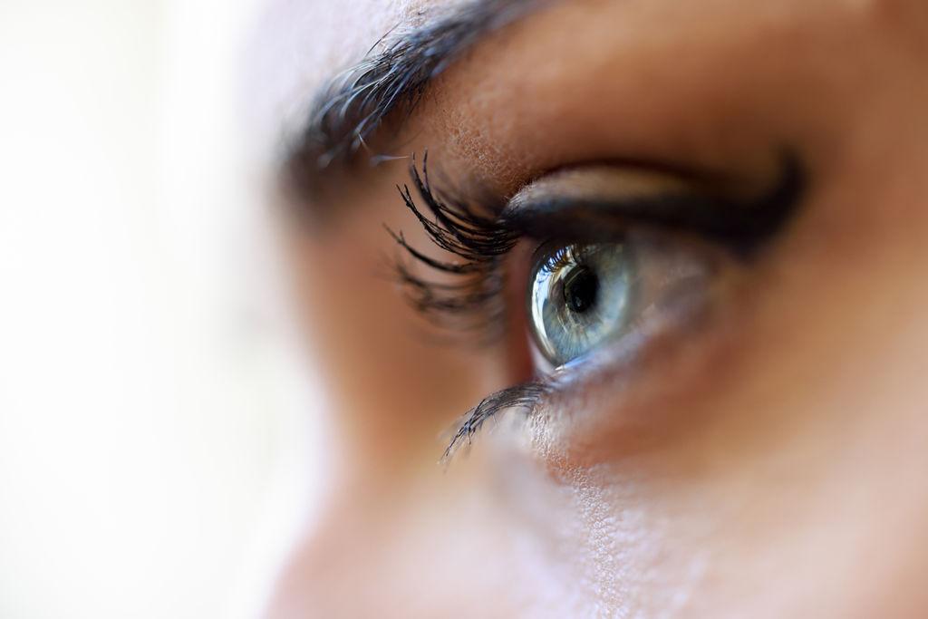 OEOJNL0 1024x683 ¿Qué causan los tics nerviosos en el ojo?