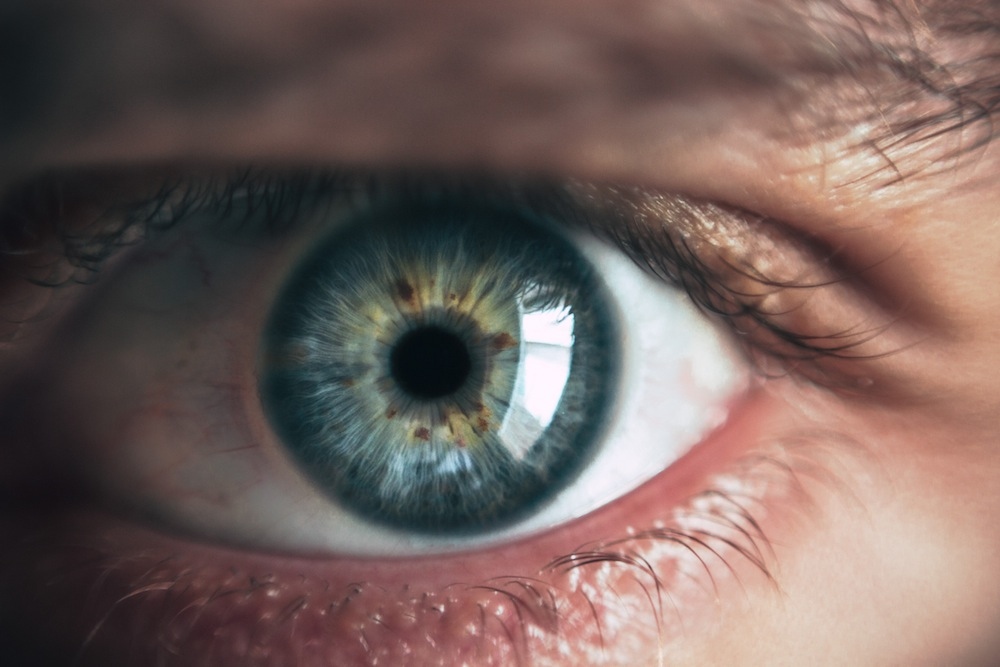 frotar ojos Miopía magna: síntomas e impedimentos