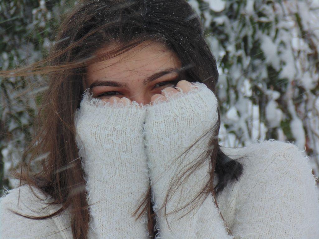 frío ojos 1024x768 Por qué no debemos frotarnos los ojos